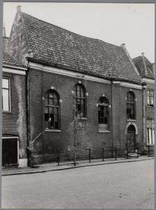 De inmiddels afgebroken synagoge van Hoorn in 1952